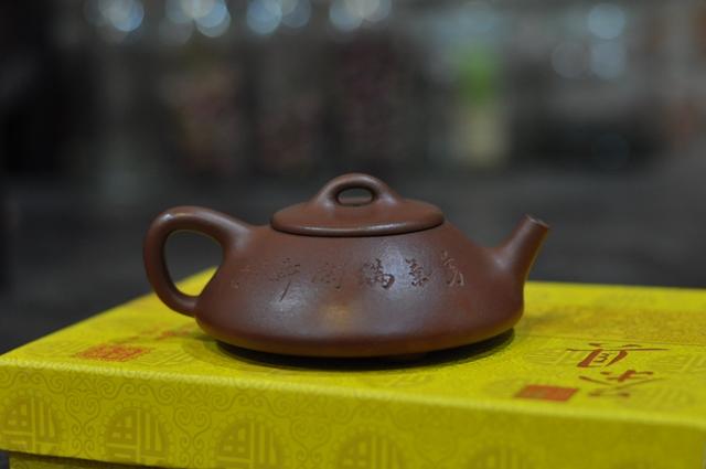 ấm trà tử sa thạch biều