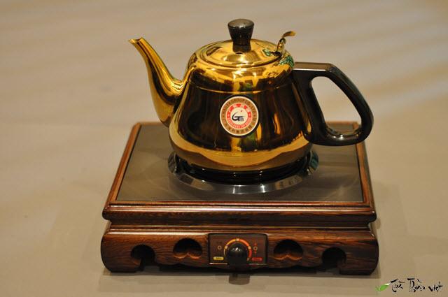 ấm đun ước pha trà đế gỗ kamjove